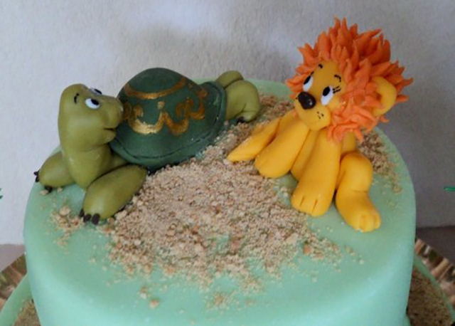 Украшение: черепаха и львенок