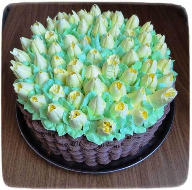 Торт в виде букета белых роз
