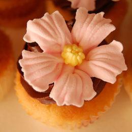 Красивый цветок из мастики