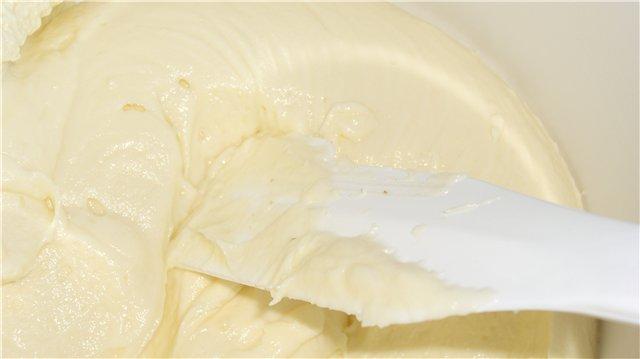 Перемешиваем густой крем до однородной массы