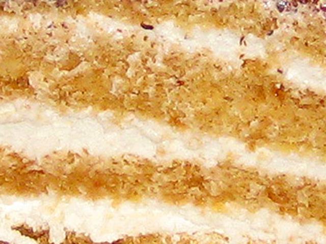 Кусок слоеного торта