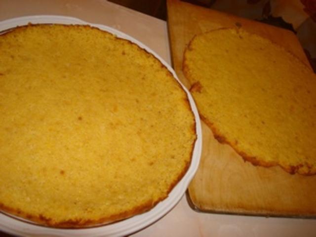 Коржи для торта на тарелке