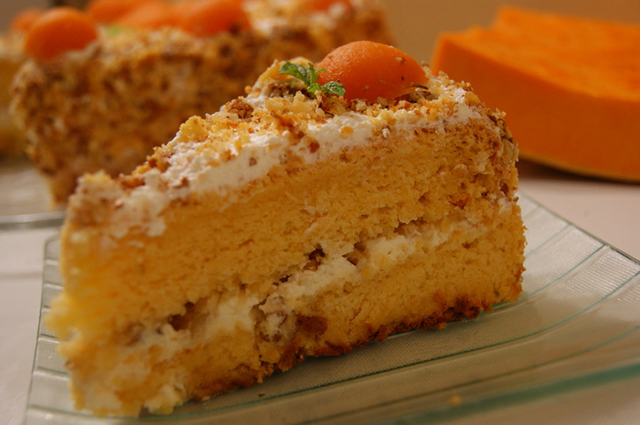 Кусок тыквенного торта