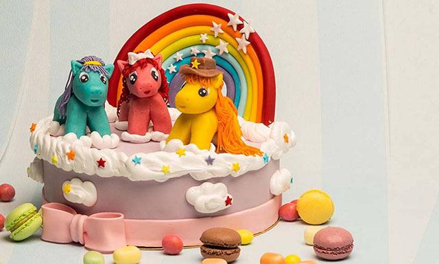 Торт с лошадками и радугой
