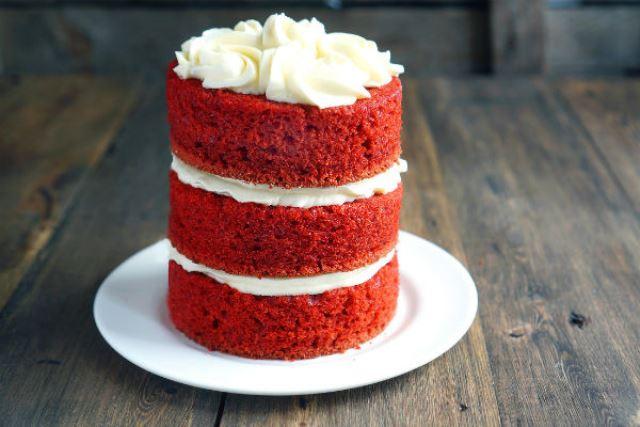 Многоярусный красивый торт