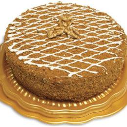 Медовый торт на красивом подносе