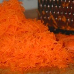 Протертая морковь на терке