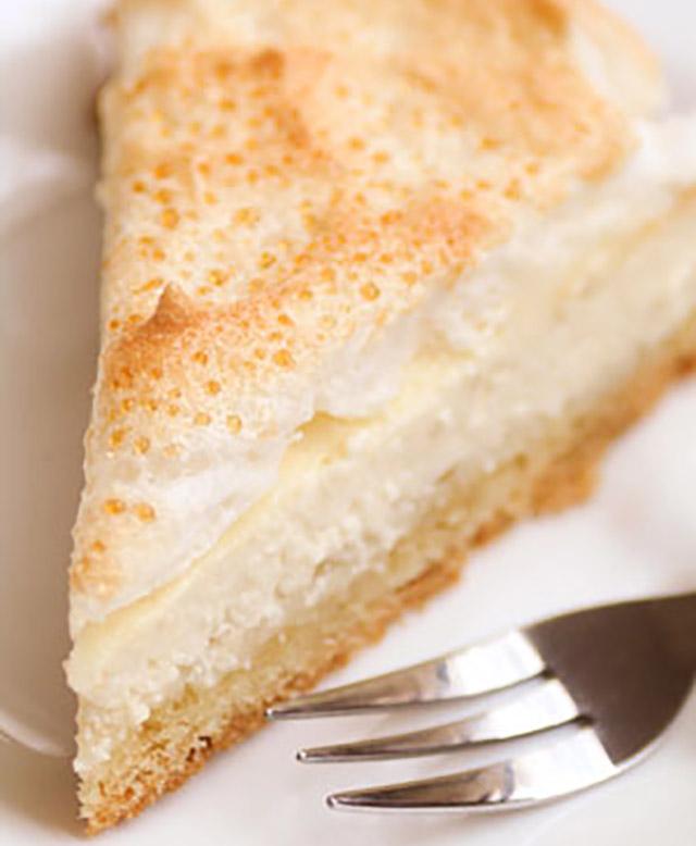 Кусок бисквитного торта слезы ангела