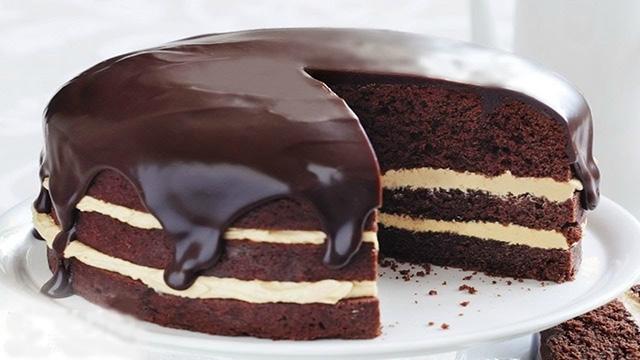 Красивый торт на тарелке
