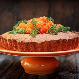 Морковный торт на подставке