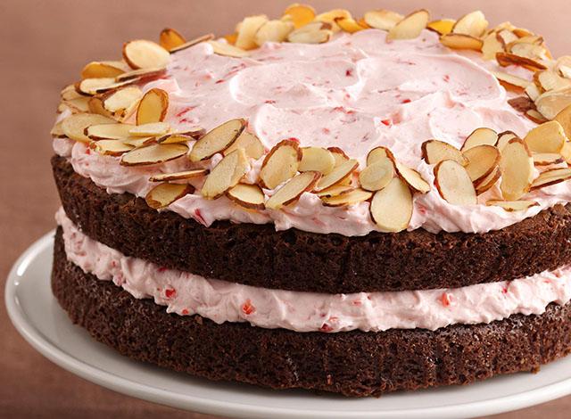 Вишневый торт с миндалем