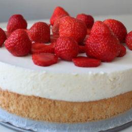 Йогуртовый торт с клубникой