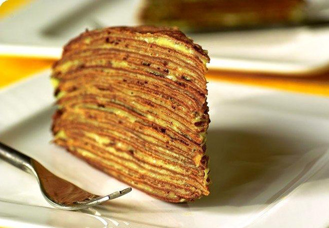 Торт с шоколадом и сгущенкой