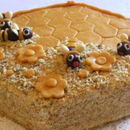 Готовим медовый торт в домашних условиях по различным рецептам