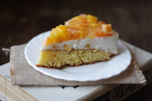 Торт с персиками