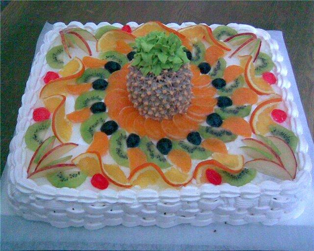 Торт с киви и персиками