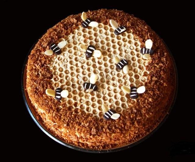Медовый торт с пчелами