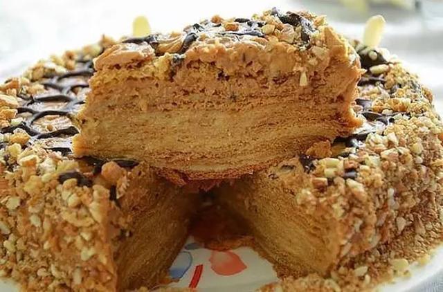 Медовый торт с шоколадной крошкой