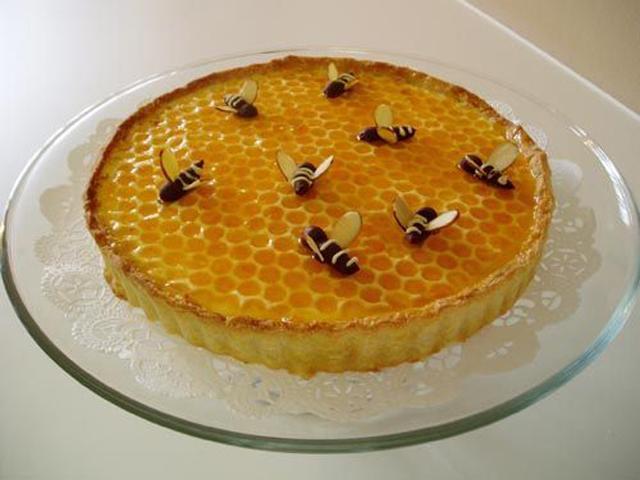 Медовик с пчелами