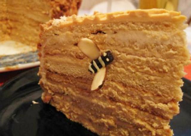 Торт с пчелкой