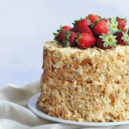 Заварной крем с тортом Наполеон — обязательный атрибут праздничного стола
