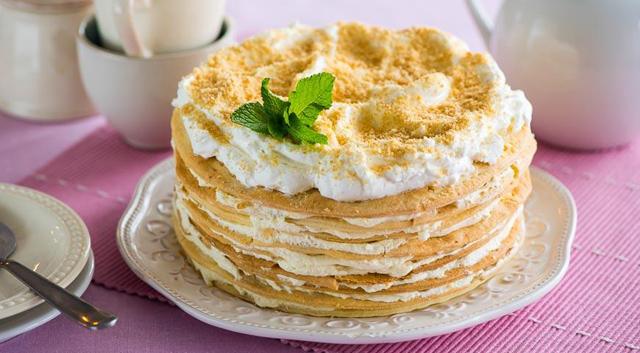 Торт с кремом и мятой