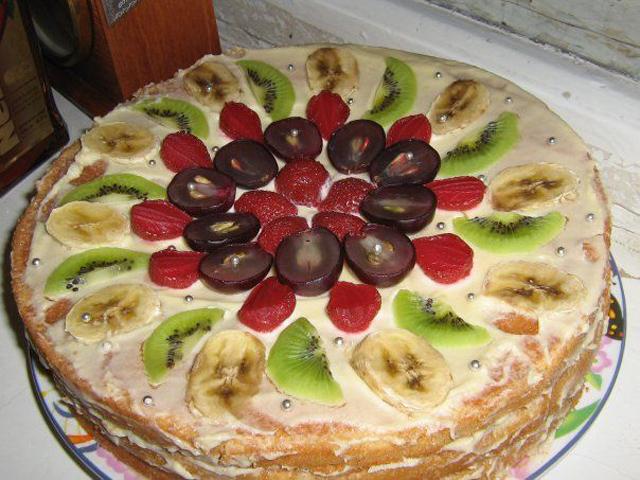 Торт с бисквитными коржами на день рождение своими руками