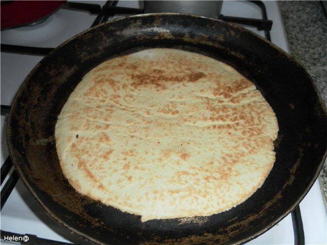 Как испечь коржи для торта на сковороде