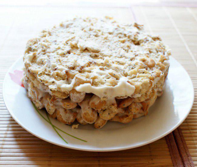 Торт из печенья без выпечки со сметаной и бананом
