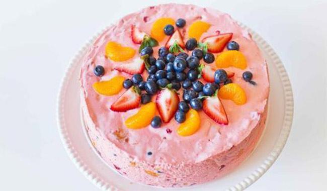 Торт из зефира с фруктами без выпечки, со сметаной