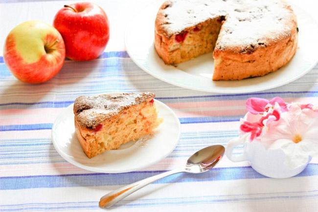 Шарлотка с яблоками: классический рецепт