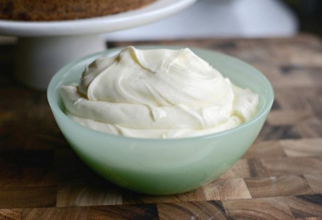 Сливочно-сырный крем - простой, вкусный и универсальный.