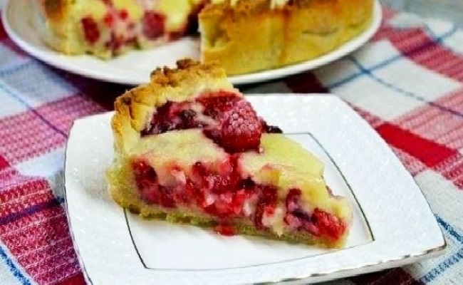 Заливной пирог с ягодами