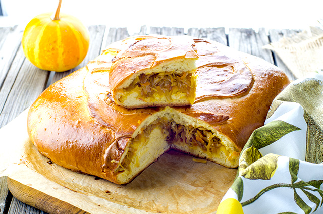 пирог сметанный с капустой