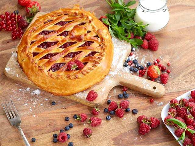 пирог с малиной и ягодами