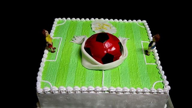 торт из мастик мяч