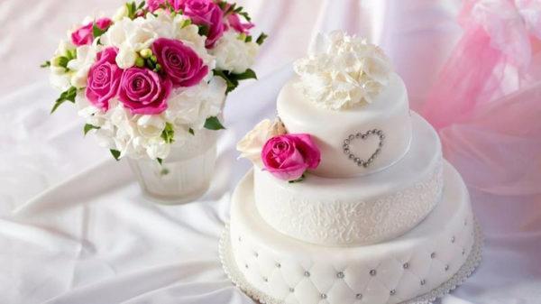 Необычный свадебный торт для маленького торжества
