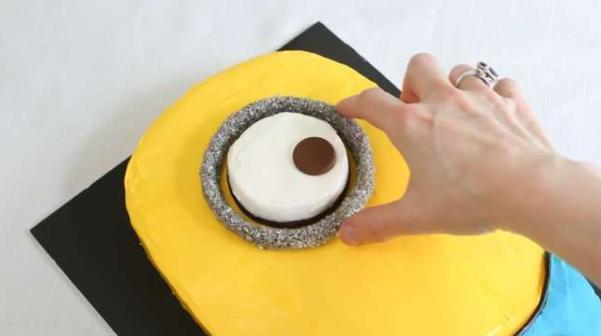 Детский торт с миньонами